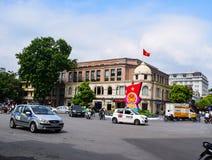 Maisons colorées et belles étroites typiques dans la rue de Hanoï L'ha de NOI est le capital et la deuxième plus grand ville au V photo stock