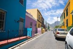 Maisons colorées et lumineuses de la BO-Kaap image libre de droits