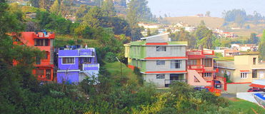 Maisons colorées - Ooty, Inde Photographie stock