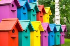 Maisons colorées pour des oiseaux Photos libres de droits