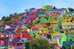 Maisons colorées stupéfiantes Pachuca Mexique image libre de droits