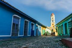 Maisons colorées sur les rues du Trinidad Photos stock