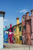 Maisons colorées traditionnelles dans Burano photo stock