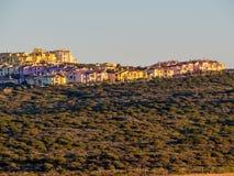 Maisons colorées au coucher du soleil Photographie stock libre de droits
