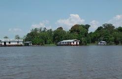 Maisons d'échasse d'Amazone Photos libres de droits
