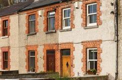 Maisons de brique et de stuc photographie stock
