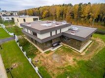 Maisons de campagne modernes en construction Image libre de droits