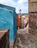 Maisons de couleur dans Bosa Photos stock