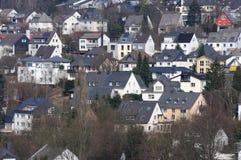 Maisons de flanc de coteau dans la ville allemande photographie stock
