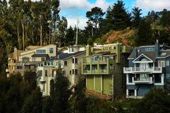 Maisons de flanc de coteau en Californie Photographie stock libre de droits