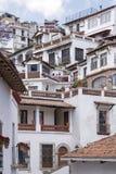 Maisons de Hillside dans Taxco image libre de droits