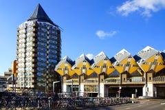 Maisons de Kubuswoningen, ou de cube à Rotterdam. Photographie stock libre de droits