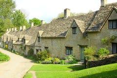 Maisons de ligne d'Arlington, Bibury, Cotswolds, Angleterre Photographie stock libre de droits