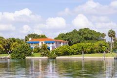 Maisons de luxe au canal à Miami Photo libre de droits
