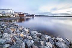 Maisons de luxe par le lac Images libres de droits