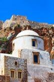 Maisons de Monemvasia et église, Péloponnèse, Grèce photo libre de droits