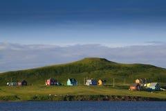 Maisons de pêcheur par la mer Photographie stock