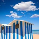 Maisons de plage dans Alicante rayures bleues et blanches de Denia image stock