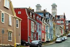 Maisons de ville colorées dans le ` s, Terre-Neuve de StJohn images libres de droits