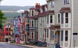 Maisons de ville colorées en ` s de St John photos libres de droits