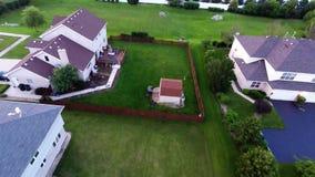 Maisons de vue aérienne dans le voisinage suburbain résidentiel avec le paysage et les dessus de toit d'arrière-cour illustration de vecteur