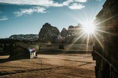 Maisons en bois au lever de soleil Image stock