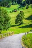 Maisons en bois dans Malbun au Lichtenstein, l'Europe image libre de droits