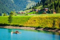 Maisons en bois dans Steg, Malbun, au Lichtenstein, l'Europe images stock