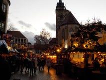 Maisons en bois pittoresques couvertes de lumières de Noël sur les marchés de Noël de Stuttgart photo stock