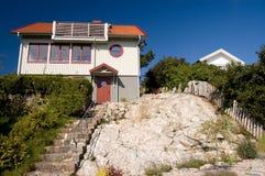 Maisons en bois sur la côte. photos stock