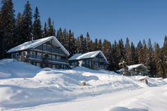 Maisons en hiver photographie stock libre de droits