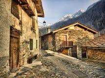 Maisons en pierre dans des Alpes de l'Italie Images libres de droits