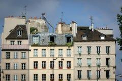 Maisons et dessus de toit parisiens sur la banque gauche, Paris photos libres de droits