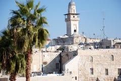 Maisons et minaret en pierre antiques Images libres de droits
