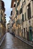 Maisons historiques dans une rue à Florence, Italie Photos stock