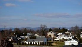 Maisons le long de 81 d'un état à un autre à Carlisle, Pennsylvanie Photo libre de droits