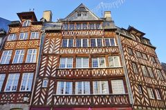 Maisons médiévales de la Normandie Tudor à Rennes, France photos stock