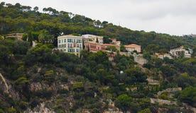 Maisons massives sur Villefranche Hillside Images stock