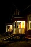Maisons mitoyennes la nuit Images libres de droits