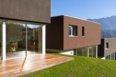 Villa moderne photo stock image du moderne luxueux for Palazzine moderne