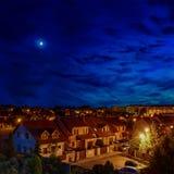 Maisons modernes le soir Image libre de droits