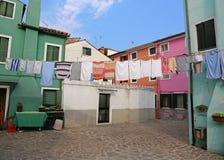 Maisons multicolores en île de burano près de Venise en Italie Image stock