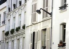 Maisons parisiennes avec la lumière Photos libres de droits