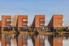 Maisons résidentielles contemporaines dans une rangée Photo stock