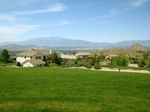 Maisons résidentielles, Moreno Valley Community Park, Moreno Valley, la Californie, Etats-Unis photographie stock libre de droits