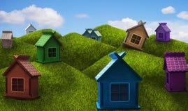 Maisons sans étage colorées sur les collines Photo stock