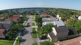 Maisons suburbaines dans la vue aérienne de la Floride Photographie stock libre de droits