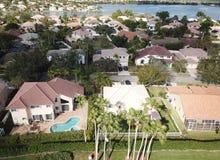 Maisons suburbaines en Floride photographie stock libre de droits