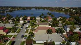Maisons suburbaines en Floride banque de vidéos