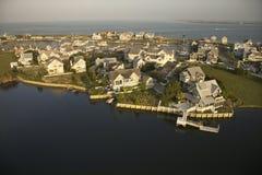 Maisons sur la côte. images libres de droits